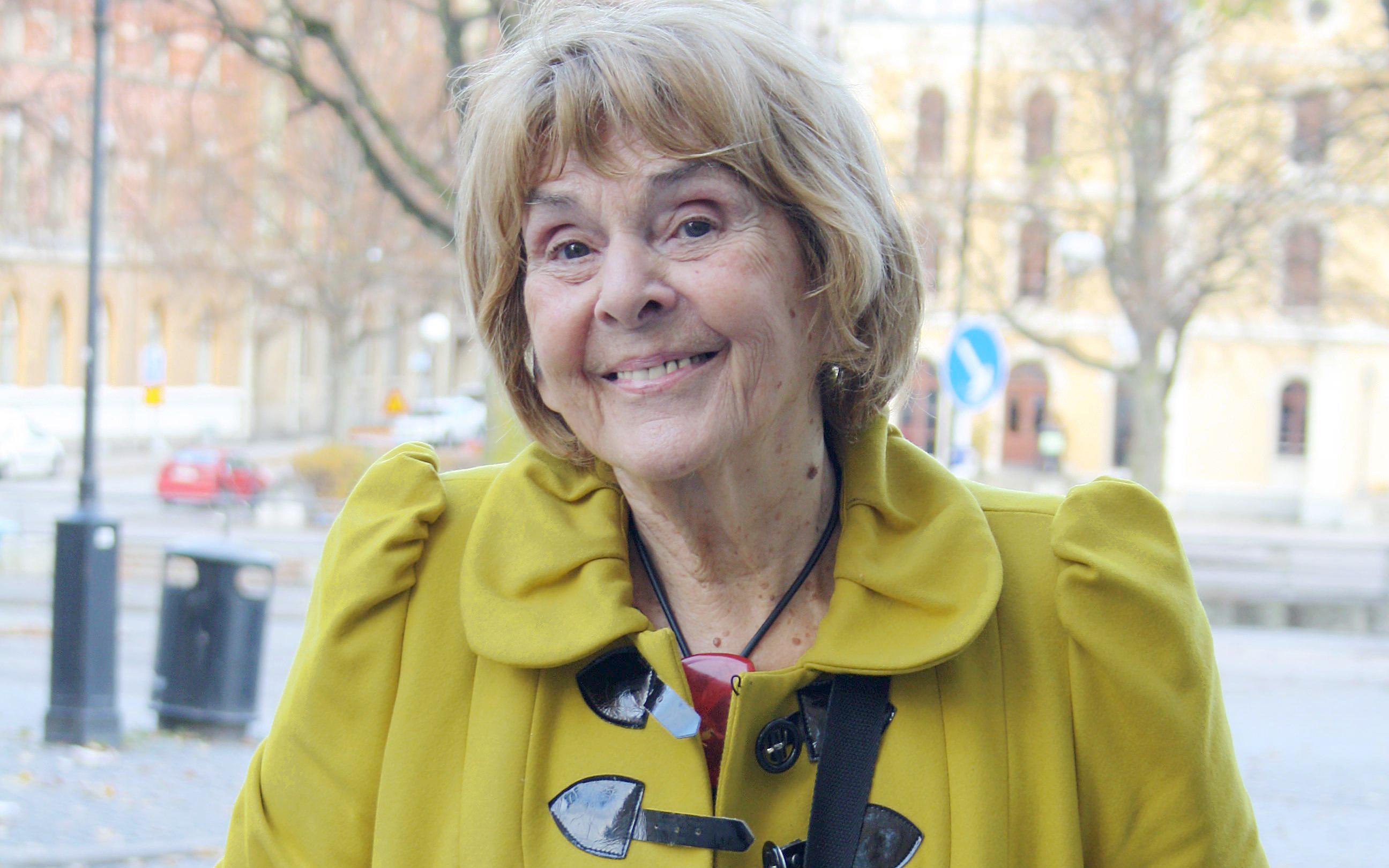 Margareta Strömstedt njuter av hösten i Örebro