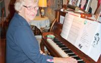 Musiken och sången betyder mycket för Ulla-Britt Falk.