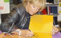 Lillbabs signerar sin bok
