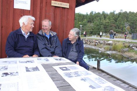 Här pratas det gamla minnen vid båthuset.