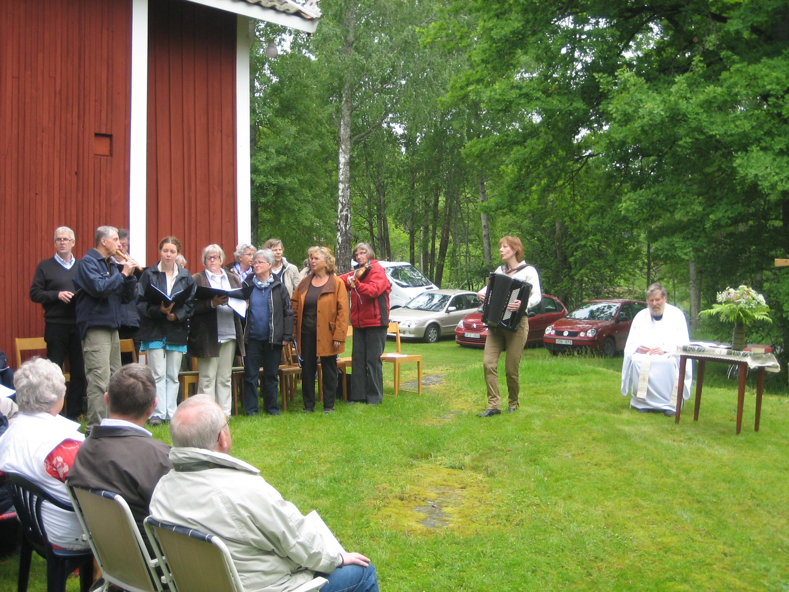 Mitt Sörmland - Kyrkokören under ledning av dragspelande kantor