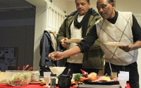 Salim Salez och Johannes Kidami brukar komma till Mötesplatsen i Vingåker för att träffa andra, snacka lite och få hjälp när de har problem
