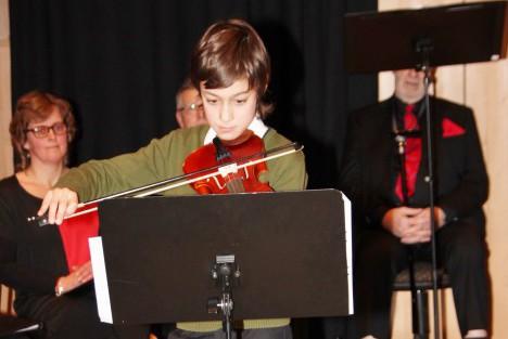 Mitt Västmanland - Roman Strid spelar vant på sin fiol