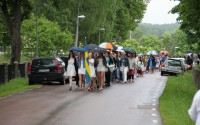 Mitt Västmanland - Elever på marsch från skolan till kyrkan