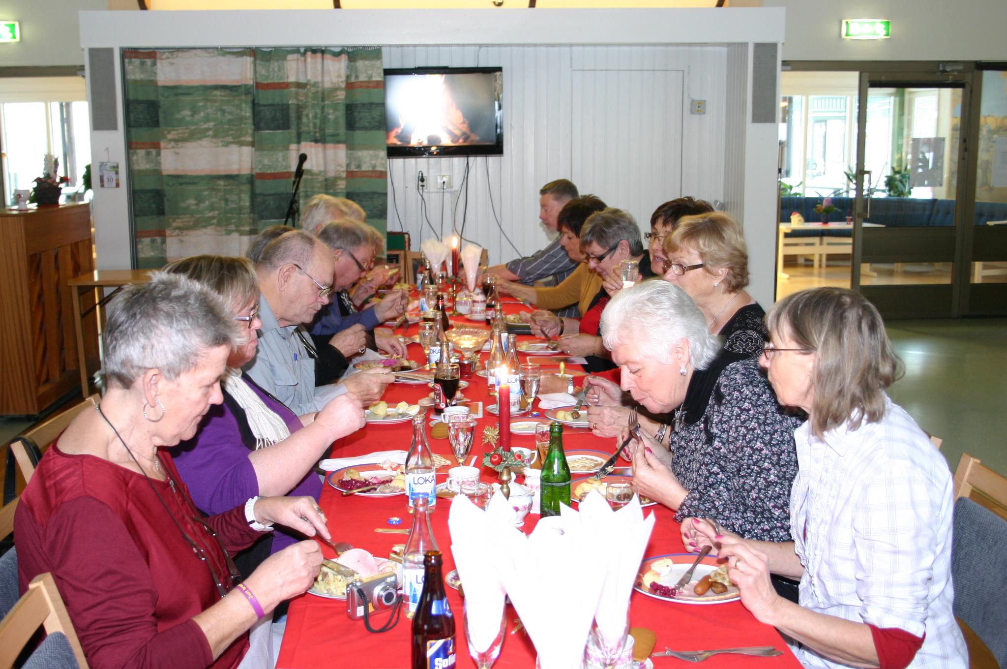 Mitt Västmanland - Frivilligarbetare blev bjudna på julbord i Norberg