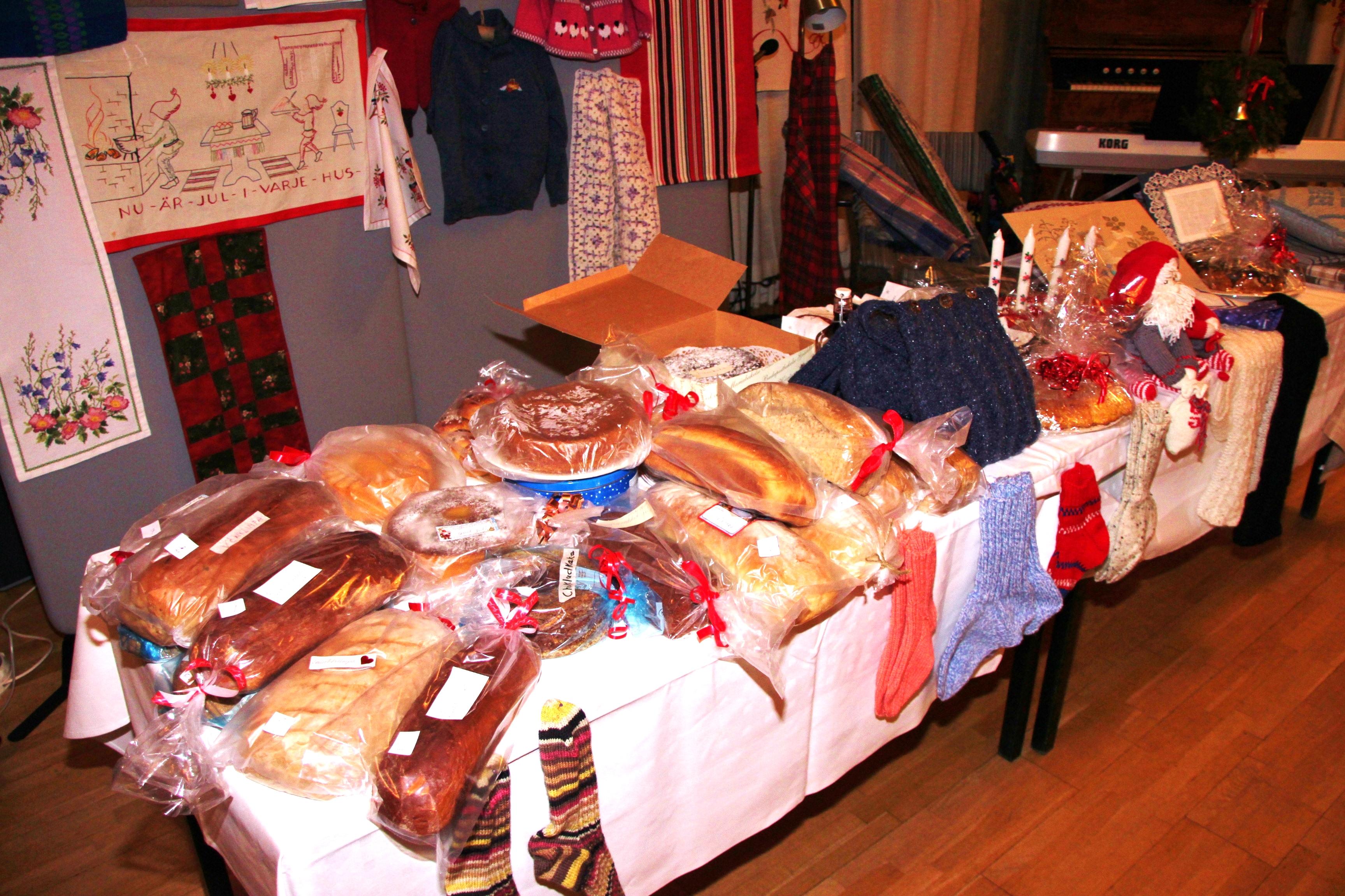 Mitt Västmanland - Ett bord fullt med hembakat bröd och hemslöjd