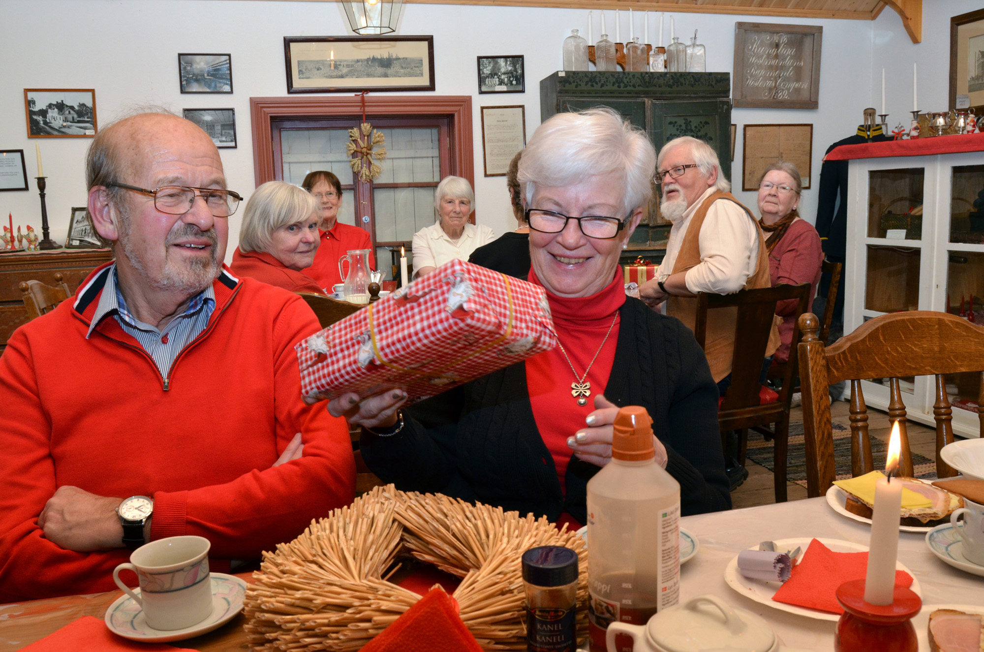 Mitt Västmanland - Anders Lindberg och Margareta Borell med sin julklapp