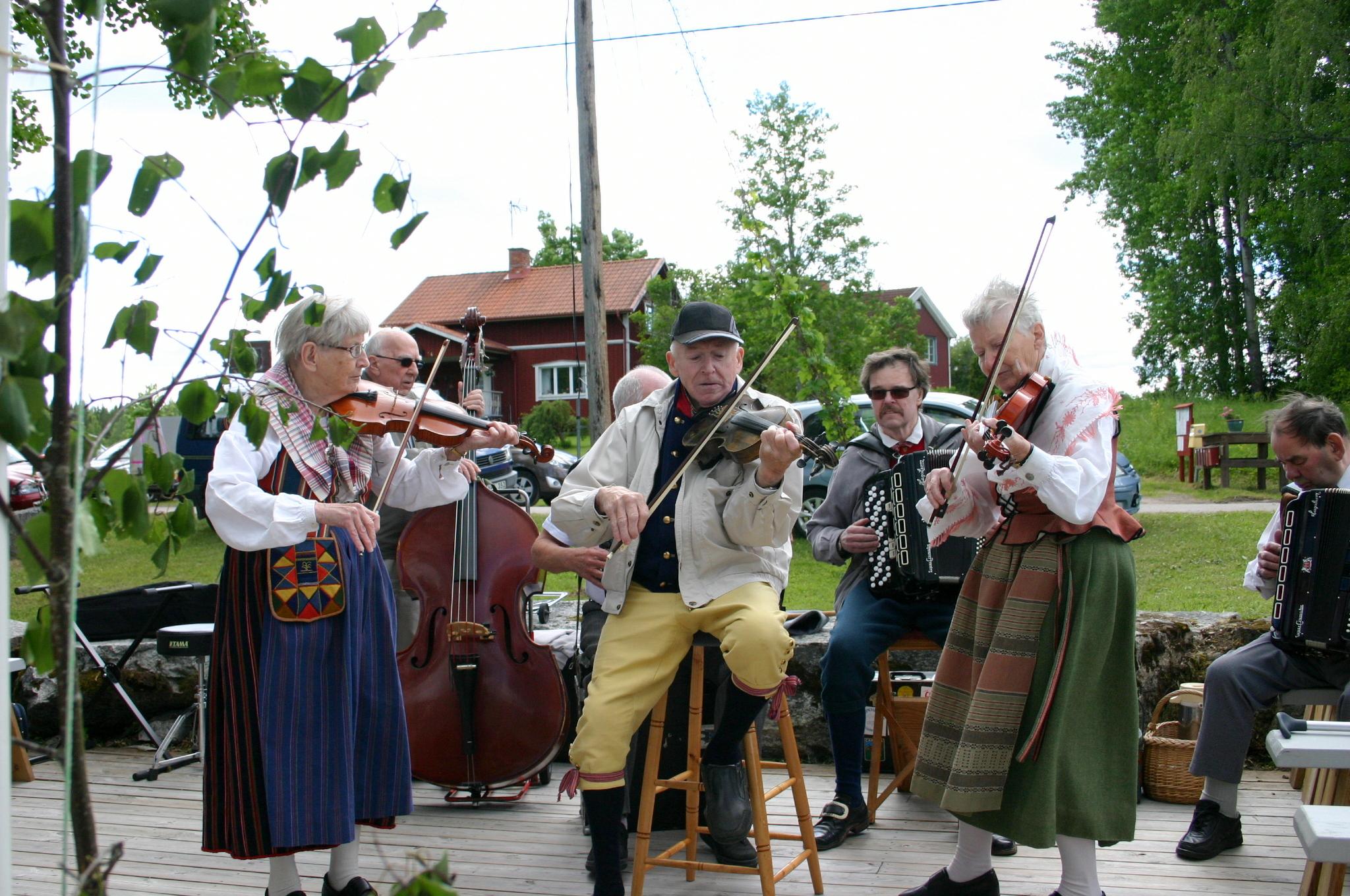 Mitt Västmanland - Midsommardagen i Karbenning by