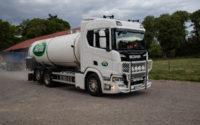Varannan dag hämtar Carlssons åkeri mjölk från Svånö gård.